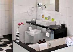 Black & White suite Rotterdam Airport badkamer