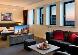 Junior suite Wings Hotel Rotterdam Airport bank
