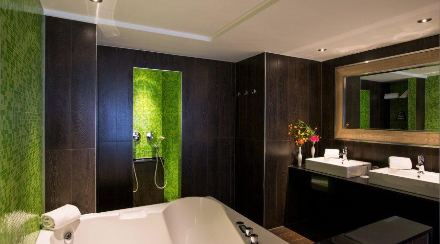 Luxe Jungle suite Hotel Schiphol A4 jacuzzi