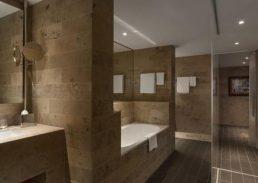 Royal suite Hilton Den Haag badkamer