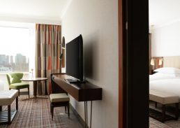 Twin Junior suite Hilton Amsterdam tv