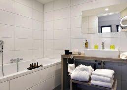 Senior suite Wings Hotel Rotterdam Airport badkamer